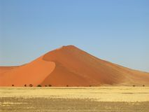 Duna de arena roja Foto de archivo libre de regalías