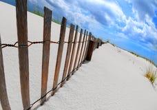 Duna e rete fissa di sabbia Fotografia Stock