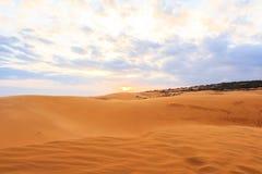 Duna e tramonto di sabbia rossa Fotografie Stock