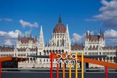 Duna Event voor het Hongaarse Parlement stock fotografie