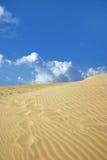 Duna y cielo de arena imagen de archivo libre de regalías
