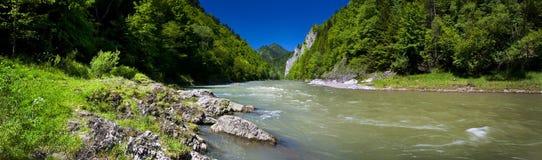 Dunajec河的全景Pieniny山的 库存图片
