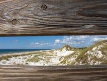 Dunas de areia através de uns trilhos Fotografia de Stock