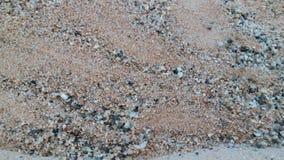 Dunas de areia douradas bonitas no rio da lua imagens de stock