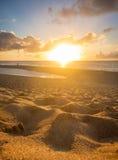 Dunas de areia minúsculas que incandescem no por do sol Imagens de Stock