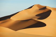 Dunas de areia no deserto de Sahara, Líbia Fotografia de Stock