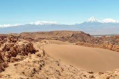 Dunas de areia no la Luna de Valle de do vale da lua, deserto de Atacama, o Chile foto de stock