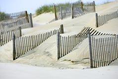 Dunas de areia para o ambiente na praia imagem de stock royalty free