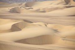 Dunas de areia perto de Huacachina, região do AIC, Peru imagens de stock
