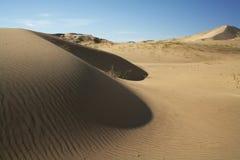 Dunas de arena con las ondulaciones Foto de archivo