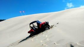 Dunas de arena del coche de playa Imágenes de archivo libres de regalías