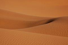 Dunas de arena del desierto en el Sáhara Imagenes de archivo