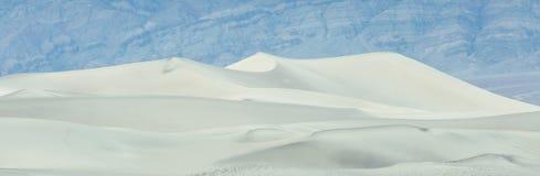 Dunas de arena del Mesquite en Death Valley durante la tempestad de arena en la puesta del sol, California, los E.E.U.U. Foto de archivo