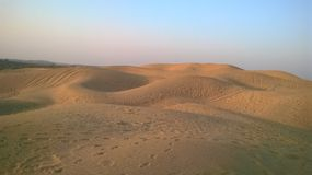 Dunas de arena en desierto Foto de archivo