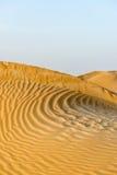Dunas de arena en el desierto de Omán (Omán) fotos de archivo