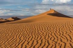 Dunas de arena en el ergio Chigaga Foto de archivo