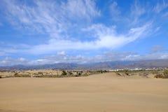 Dunas de arena en el La Charca de Maspalomas y de la reserva natural en Gran Canaria, España Fotografía de archivo