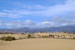 Dunas de arena en el La Charca de Maspalomas y de la reserva natural en Gran Canaria, España Fotos de archivo libres de regalías