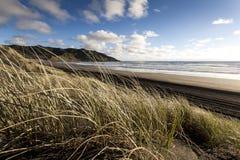 Dunas de arena en la playa de la puesta del sol Fotos de archivo libres de regalías