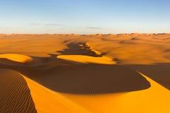 Dunas de arena en la puesta del sol - Sáhara, Libia Imagen de archivo