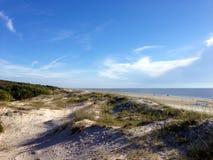 Dunas de arena en salida del sol de la mañana Imagen de archivo libre de regalías