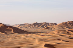 Dunas de arena en Sunset#9: Frotación Al Khali - el hogar del coco Imagenes de archivo