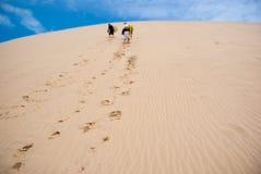 Dunas de arena enormes en la isla del norte Foto de archivo libre de regalías