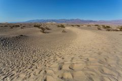 Dunas de arena planas del Mesquite en Death Valley imagen de archivo