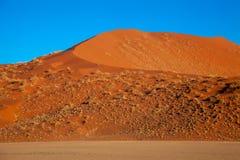Dunas de Sossusvlei en los parques nacionales del namib del desierto de Namibia entre el desierto y la sabana fotografía de archivo