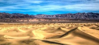 Dunas del desierto Fotografía de archivo libre de regalías