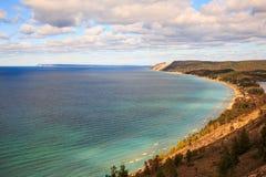 Dunas do urso do sono e ilha sul de Manitou, império Michigan fotos de stock royalty free