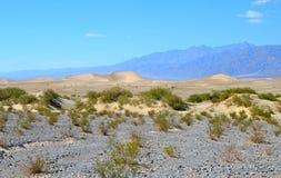 Dunas e montanhas de areia no parque nacional de Vale da Morte, Califórnia Fotografia de Stock