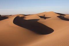 Dunas en el desierto de Sáhara Foto de archivo