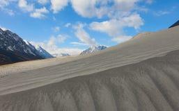 Dunas nos montes Foto de Stock Royalty Free
