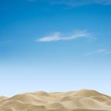Dunas y cielo de arena Fotos de archivo libres de regalías