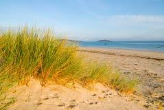 Dunas y playa de arena Fotos de archivo