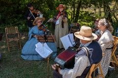 Duncan Mills, la Californie, juillet, 15, 2018 : Musiciens jouant et dans le costume de l'?re pendant les ?v?nements de reconstit image stock