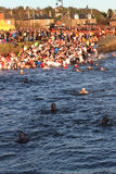 Dundee, UK - στις 1 Ιανουαρίου: Κολυμβητές που συμμετέχουν στα νέα έτη ημέρα Dook στο λιμάνι Dundee πορθμείων Broughty την 1η Ιανο Στοκ Εικόνα