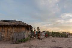 DUNDO/ANGOLA - 23 2015 KWIECIEŃ - Afrykańska wiejska społeczność, Angola Fotografia Royalty Free