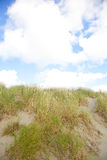 Dune con la sabbia ed il cielo blu Fotografia Stock Libera da Diritti