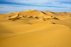dune dans le désert de ciel bleu, Libye Image libre de droits