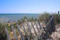 Dune de plage de morue de cap et frontière de sécurité de neige Photos libres de droits