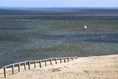 Dune de sable dans le Golfe de Curonian Image libre de droits