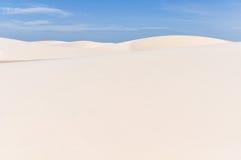 Dune de sable dans Lencois Maranheses, Brésil Images stock