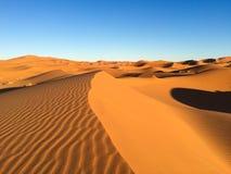Dune del Sahara in Merzouga, Africa - la grande duna di Merzouga fotografia stock