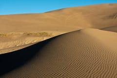 Dune di sabbia contro cielo blu Fotografia Stock Libera da Diritti