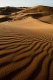 Dune di sabbia ondeggianti nel deserto di sahara Immagine Stock
