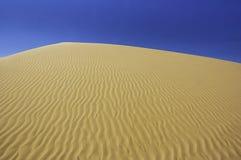 Dune di sabbia perfette del deserto Fotografie Stock Libere da Diritti