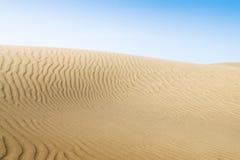 Dune di sabbia sulla spiaggia in Maspalomas. Immagine Stock Libera da Diritti