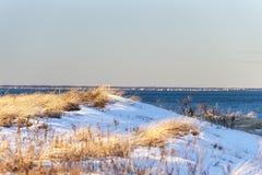 Dune donnant sur le rivage du nord du Massachusetts Image stock